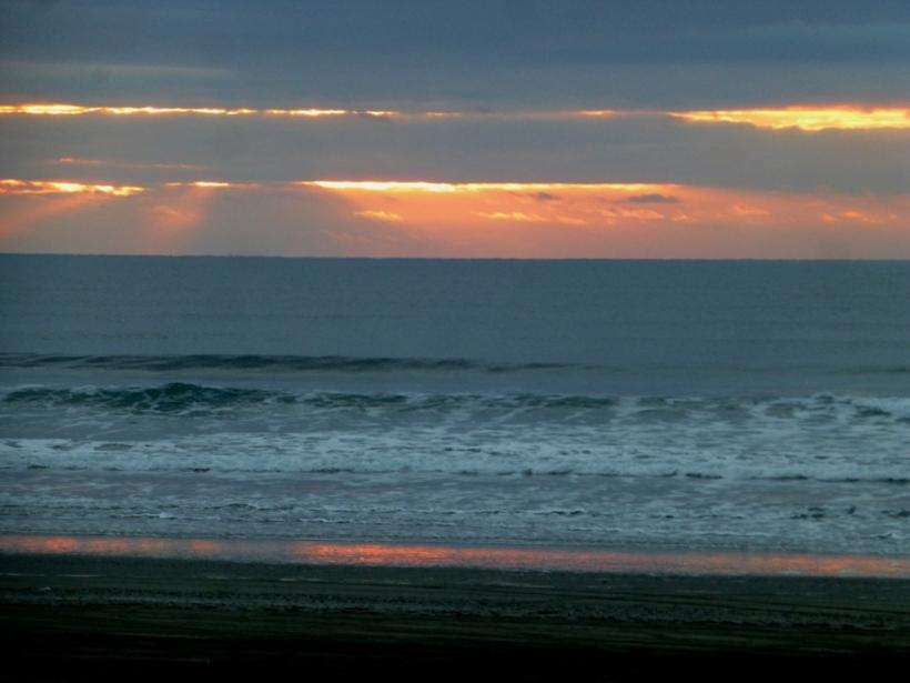 And sunset ends at Bonge Beach, Westport, Wa. PHALL PHOTO 2013