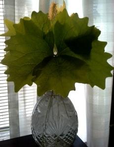 vanilla leaf vase